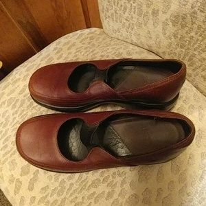Women's Dansko Shoes